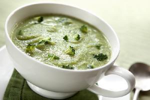 Zupa broku�owa z sokiem z cytryny